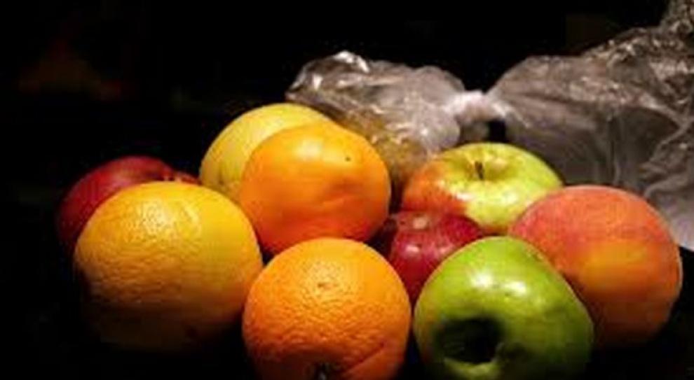 Pracownik musi jeść owoce
