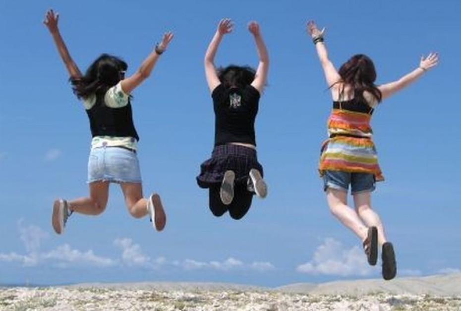 Młodzi na rynku: podróżują, szaleją, pracować nie chcą