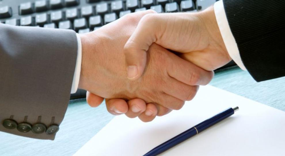 Cudzoziemiec może mieć umowę o pracę w języku obcym