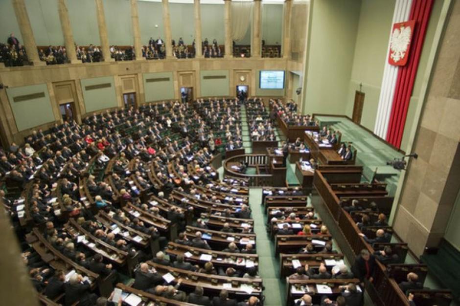 Jest uchwała Sejmu: łatwiejszy dostęp do 50 zawodów