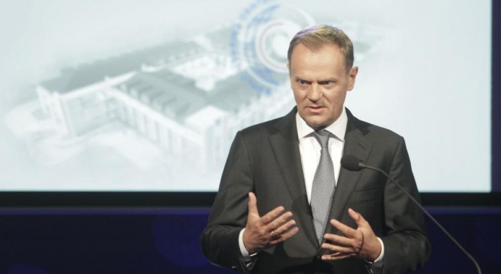 Tusk: zakaz handlu w niedzielę może doprowadzić do utraty wielu miejsc pracy