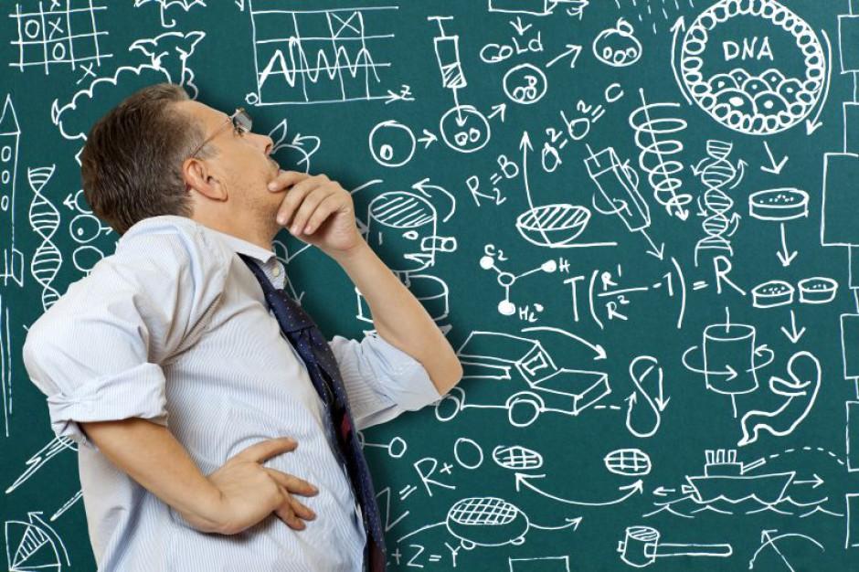7 tys. nauczycieli zostanie bez pracy