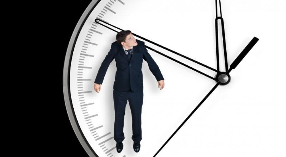 Dłuższy okres rozliczeniowy pracy - większa konkurencyjność czy niewolnictwo?