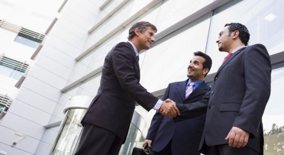 Więcej firm chce zatrudniać niż zwalniać pracowników