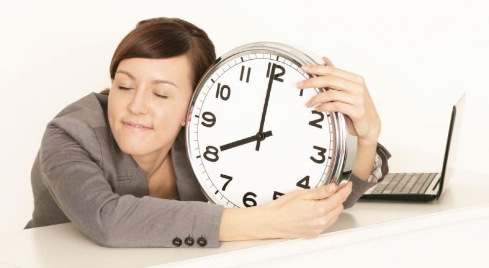 Kawka, ploteczki, telefony - tak Polacy marnują czas w pracy
