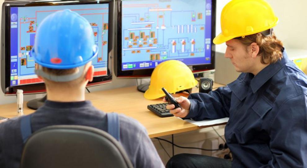 Ile zarabia inżynier produkcji, a ile jego szef?