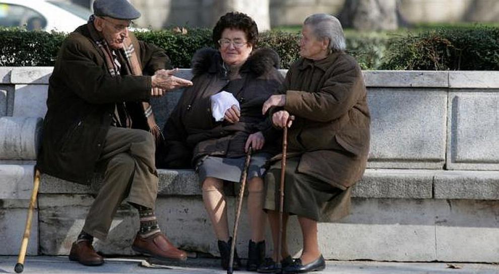 WIęcej emerytów i rencistów