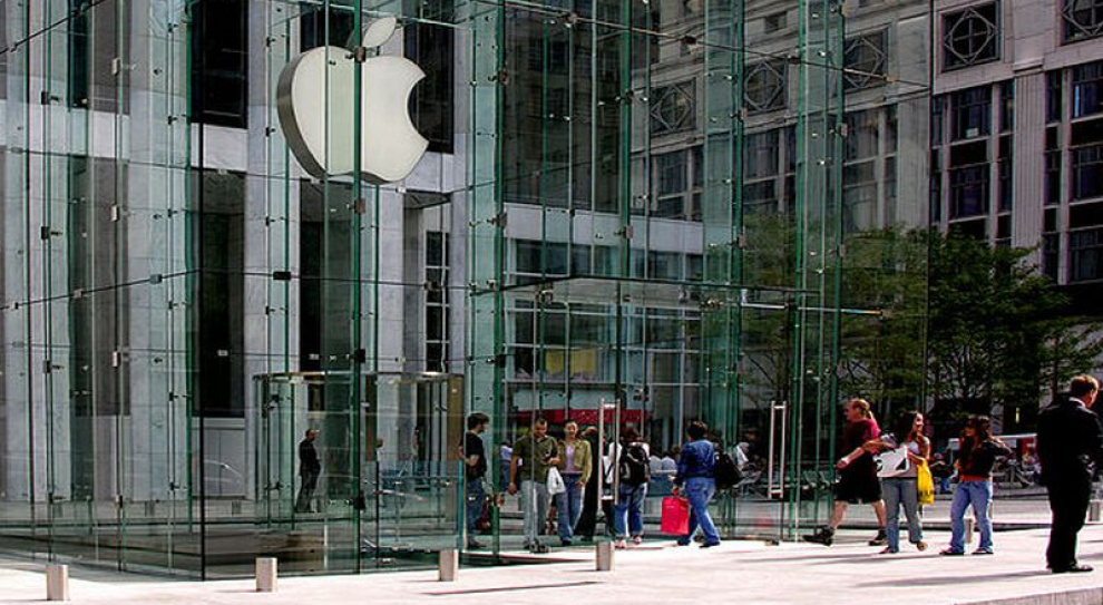 Firma Apple nie płaciła za nadgodziny? Jeden z pracowników wytacza proces