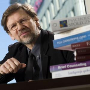Koronawirus. Jacek Santorski: Podnosi na duchu polska zaradność, choć sytuacja działa bardzo stresująco