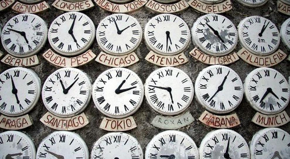 Osobom pracującym w noc zmiany czasu przysługuje dodatkowe wynagrodzenie