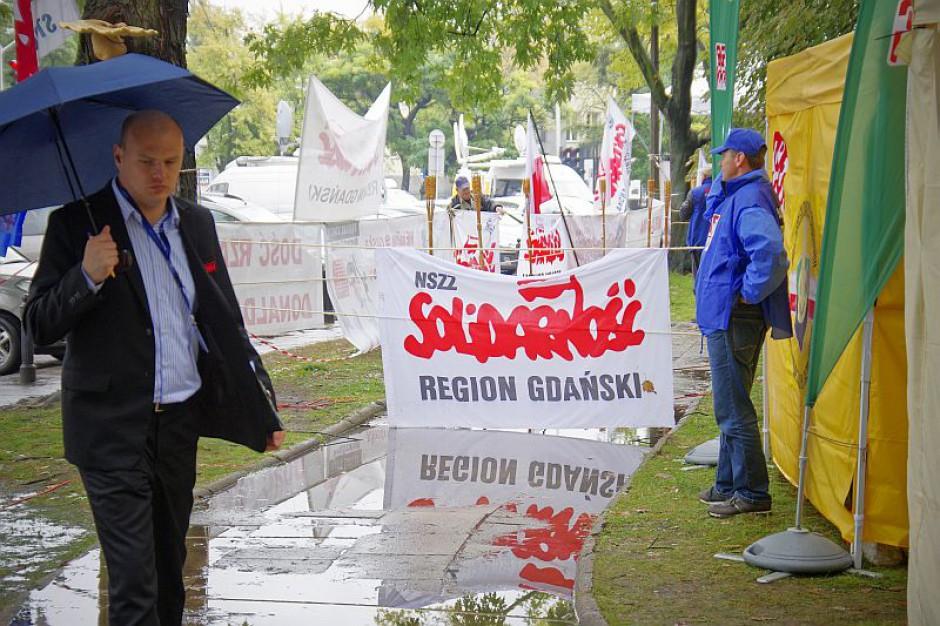 Związki wzywają premiera do debaty o postulatach i grożą strajkiem