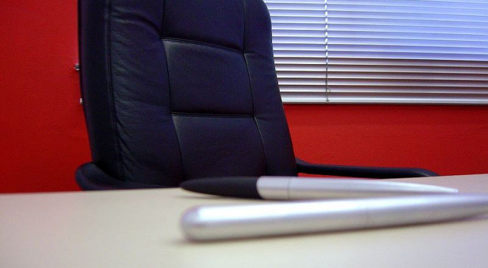 Puste biurka na siebie nie zapracują