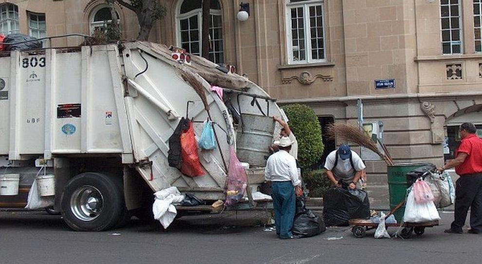 Śmieciarze strajkują przeciw redukcjom zatrudnienia i wynagrodzeń