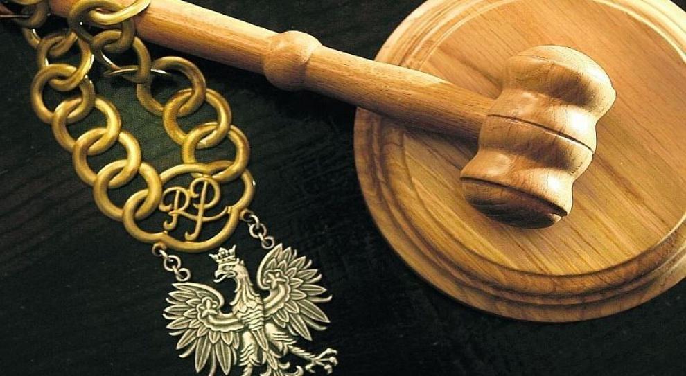 Co z odprawą emerytalną i nagrodami dla dyrektora sądu?