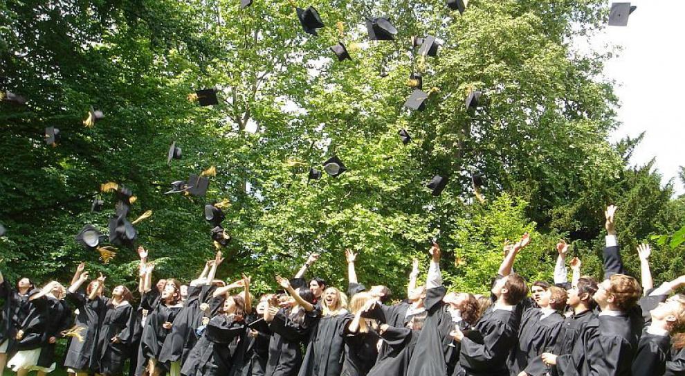 Na rynku pracy jest zbyt wielu absolwentów uniwersytetów