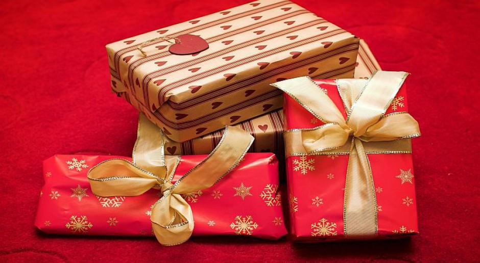 Pracownik musi zapłacić podatek od prezentu