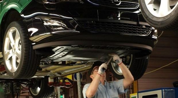 Firmy motoryzacyjne szukają sposobów na pozyskiwanie specjalistów z branży