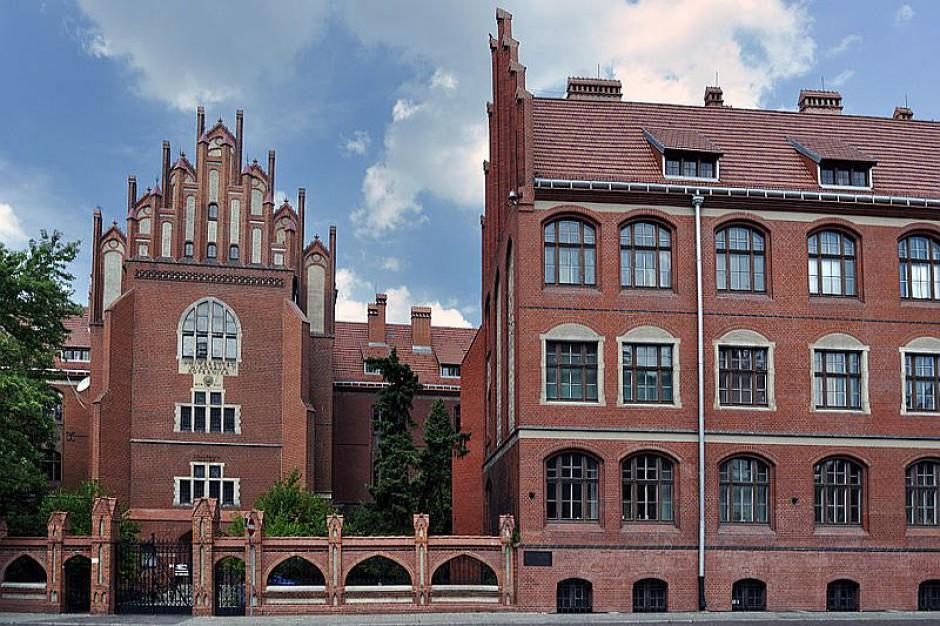 Uniwersytet Mikołaja Kopernika w Toruniu zwolni lektorów języków obcych