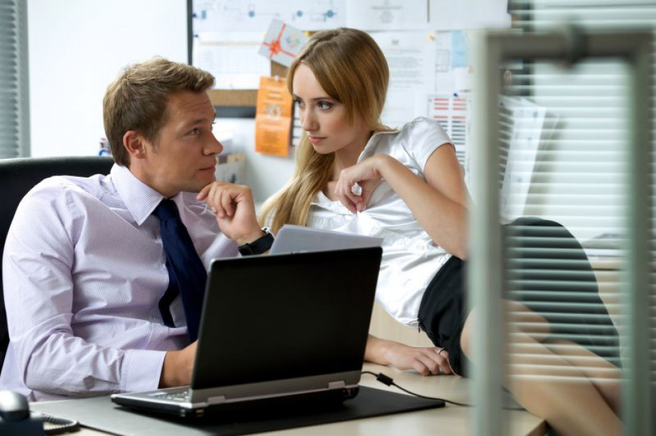 Miłość rodzi się w biurze? Co czwarty Polak znalazł partnera w pracy