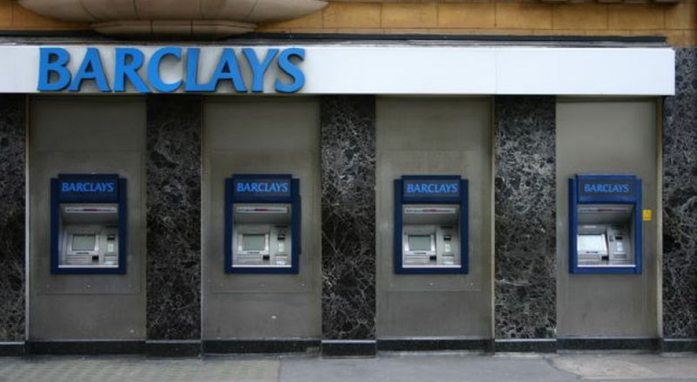 Zysk spada, zapowiedzieli zwolnienia i… podwyżki premii