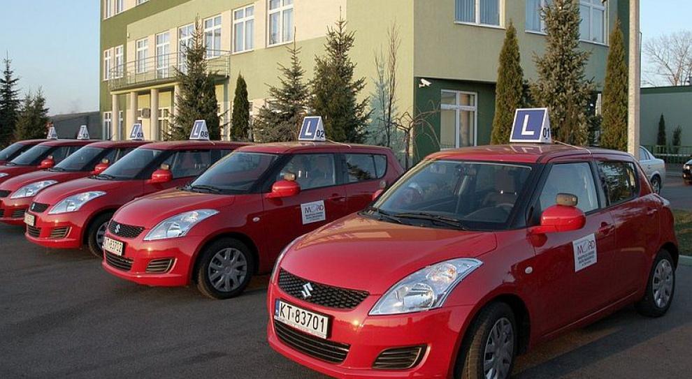 Egzaminatorzy prawa jazdy będą mieć mniejszy kontakt z kursantami by zapobiec korupcji