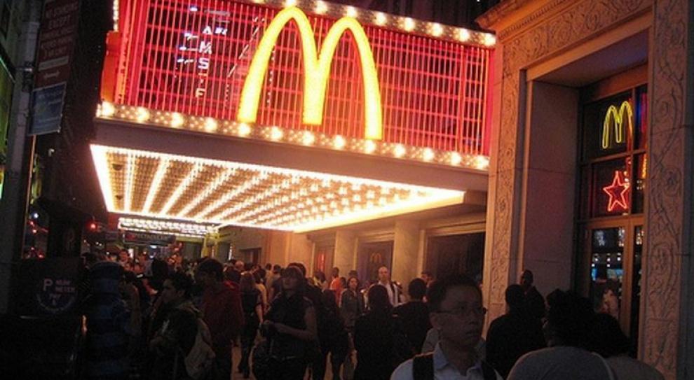Jak fast food ma podbić kraj, który słynie zwłasnej kuchni? Trzeba zięcia premiera
