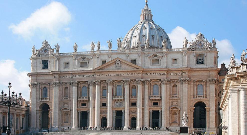 Oszczędności w Watykanie: blokada etatów, awansów i premii