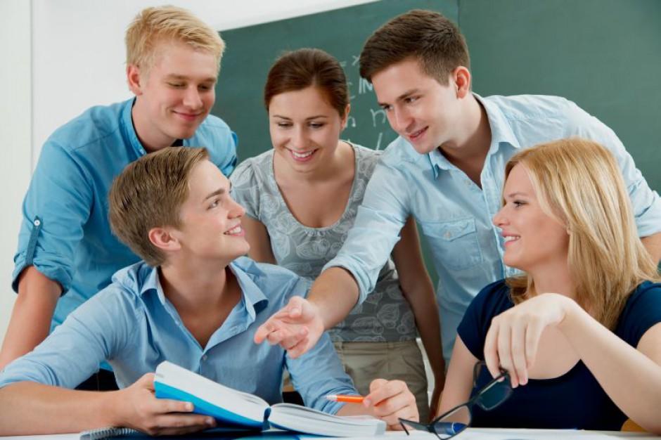 EY zatrudni 200 absolwentów i studentów