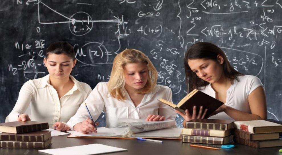 Studia nie gwarantują sukcesu, a jedynie pozwalają na szybszą asymilację z rynkiem pracy