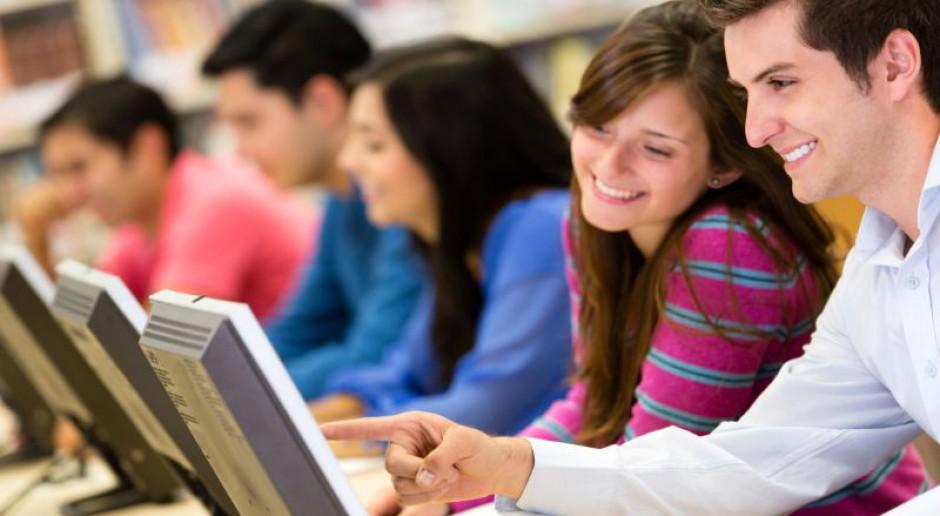 Młodych interesują targi pracy, bo są szybsze niż internet