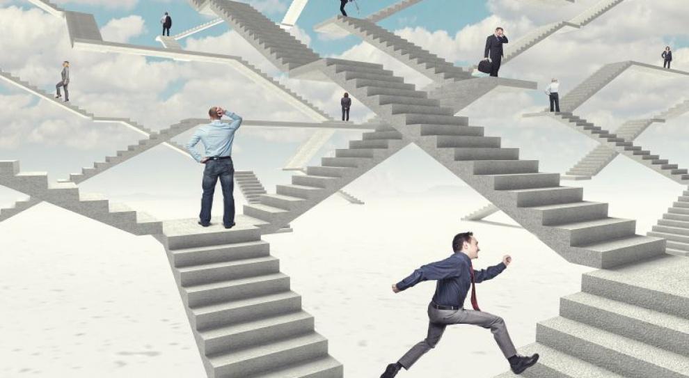 Którą ze ścieżek kariery w korporacjach najlepiej wybrać?
