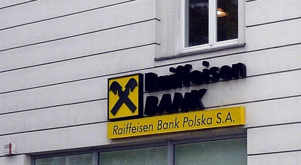 Spółka banku Raiffeisen zamyka oddziały na Krymie