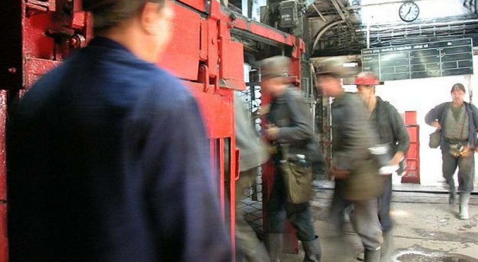 Związkowcy: zarząd KW chce na miesiąc wstrzymać pracę części kopalń