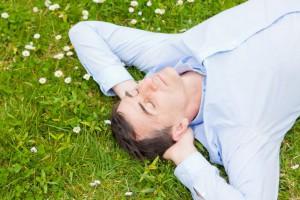 Nawet 10 tys. zł za leżenie w trawie