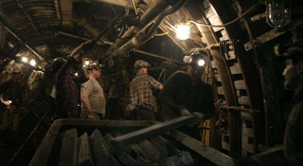 Węgiel leży na zwałach. Górnicy martwią się o swoje wypłaty