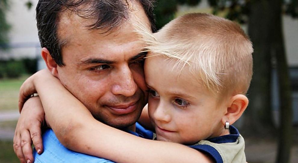 Samotni ojcowie dostaną urlop rodzicielski i zasiłek w przypadku śmierci matki