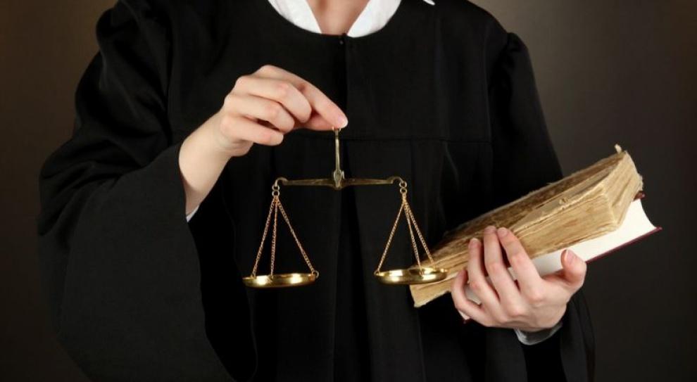 Obetną pensje sędziom, by dać podwyżki pracownikom sądów?