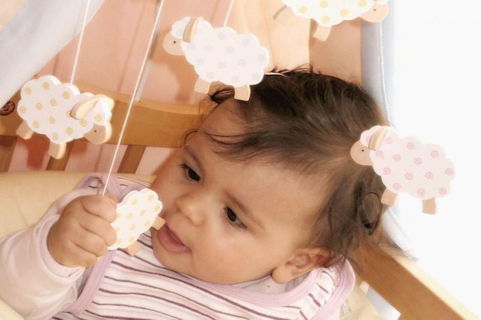 Dłuższe urlopy macierzyńskie i rodzicielski rok od wprowadzenia