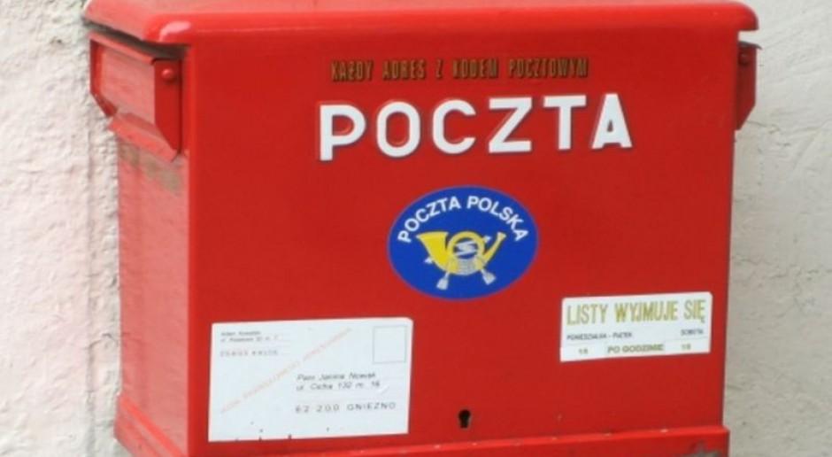 Poczta Polska stawia na e-commerce, a pracownicy tracą pracę