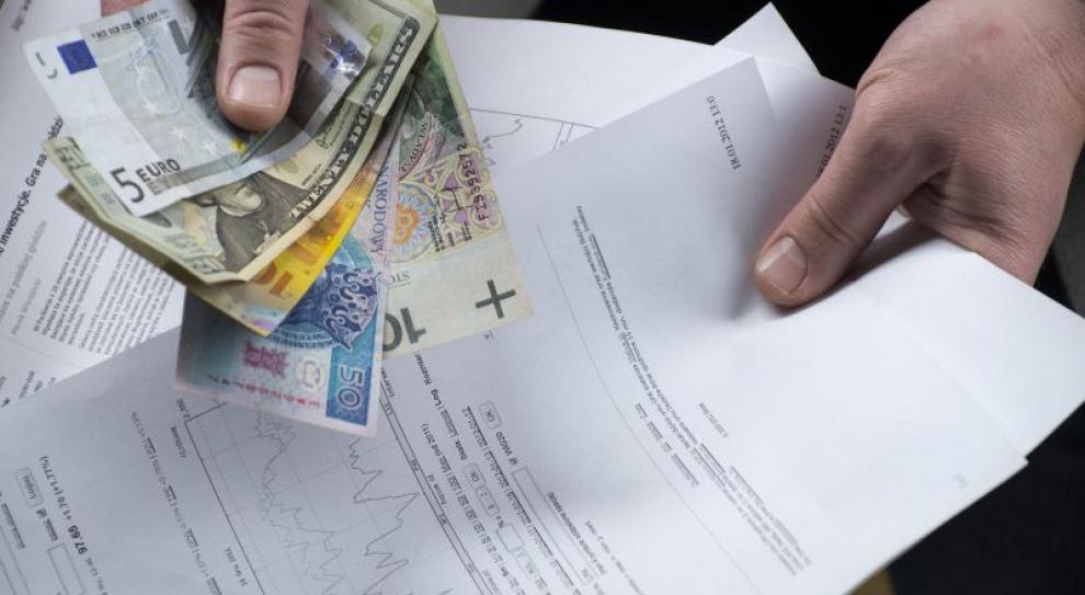 Płace pracowników samorządowych powinny być obligatoryjnie waloryzowane?