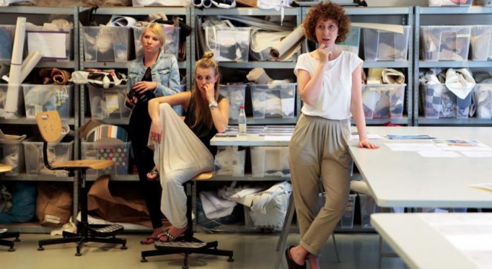 Młodzi projektanci mody szlifują warsztat w LPP. Czy znajdują później zatrudnienie?