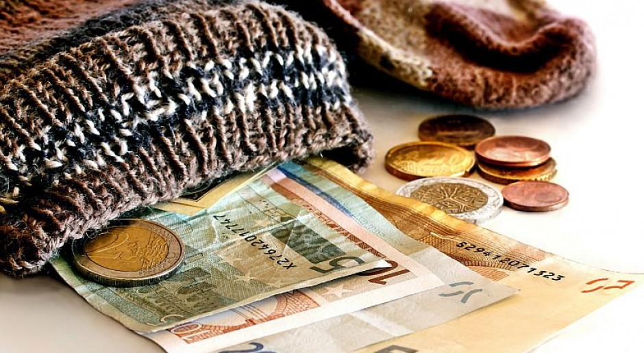 Oszczędności Polaków - komu udaje się najwięcej odłożyć z wypłaty?