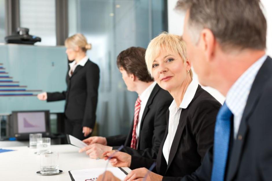 Ile zarabia lider zespołu, ile kierownik, a ile dyrektor ds. administracji?