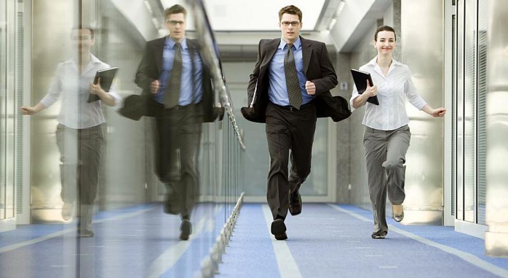 Duże firmy otwierają się na pracowników tuż po studiach