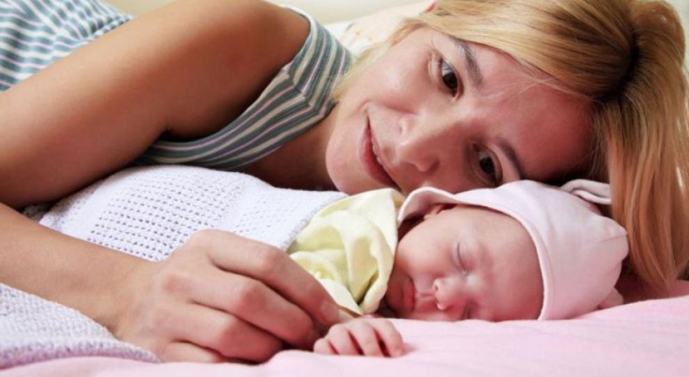 Karierę i rodzicielstwo da się pogodzić. Firmy coraz częściej pomagają