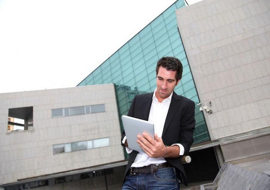 Laptop, tablet, smartforn - firmowy czy własny? Oto jest pytanie
