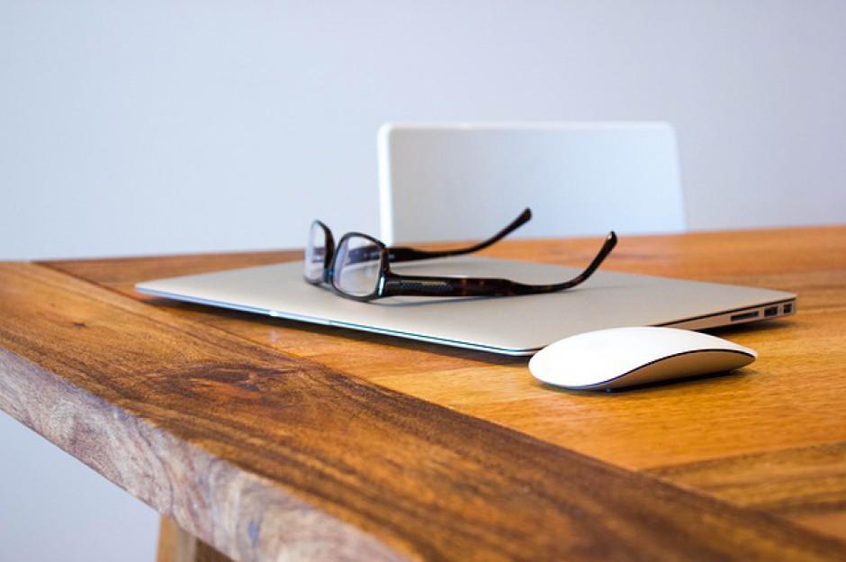 Hot desking i outsourcing druku coraz popularniejsze