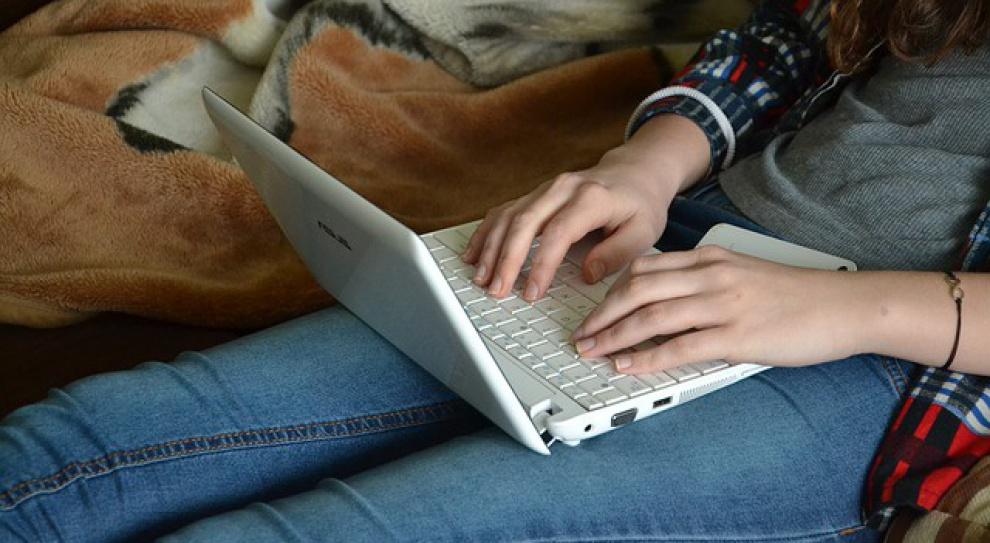 Młodzi ludzie nie stosują zasad bezpieczeństwa w sieci