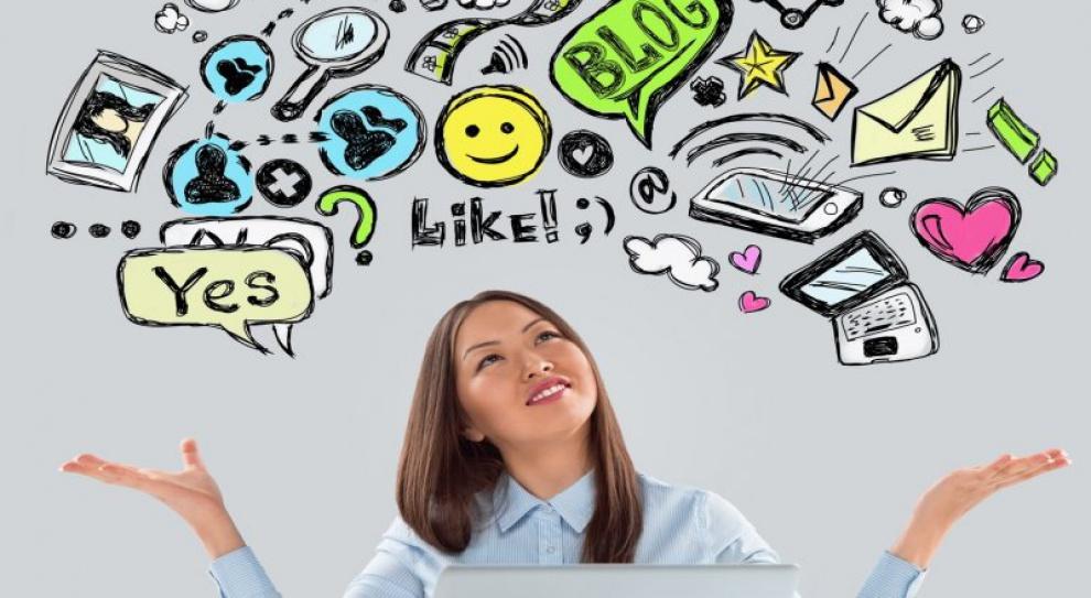 Na portalu społecznościowym zamiast w pracy. Szef zachęca i płaci