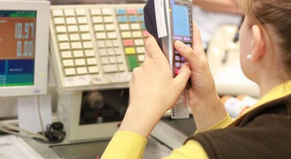 Trzy czwarte kasjerów i sprzedawców zarabia poniżej 2,5 tys. zł